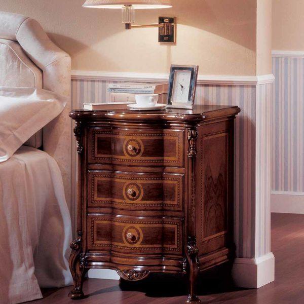 comodino elegante di lusso in legno in stile classico