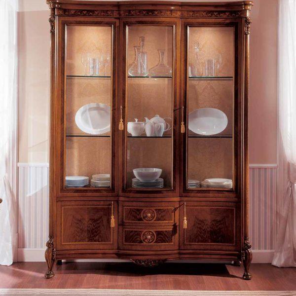 vetrina elegante di lusso in legno in stile classico