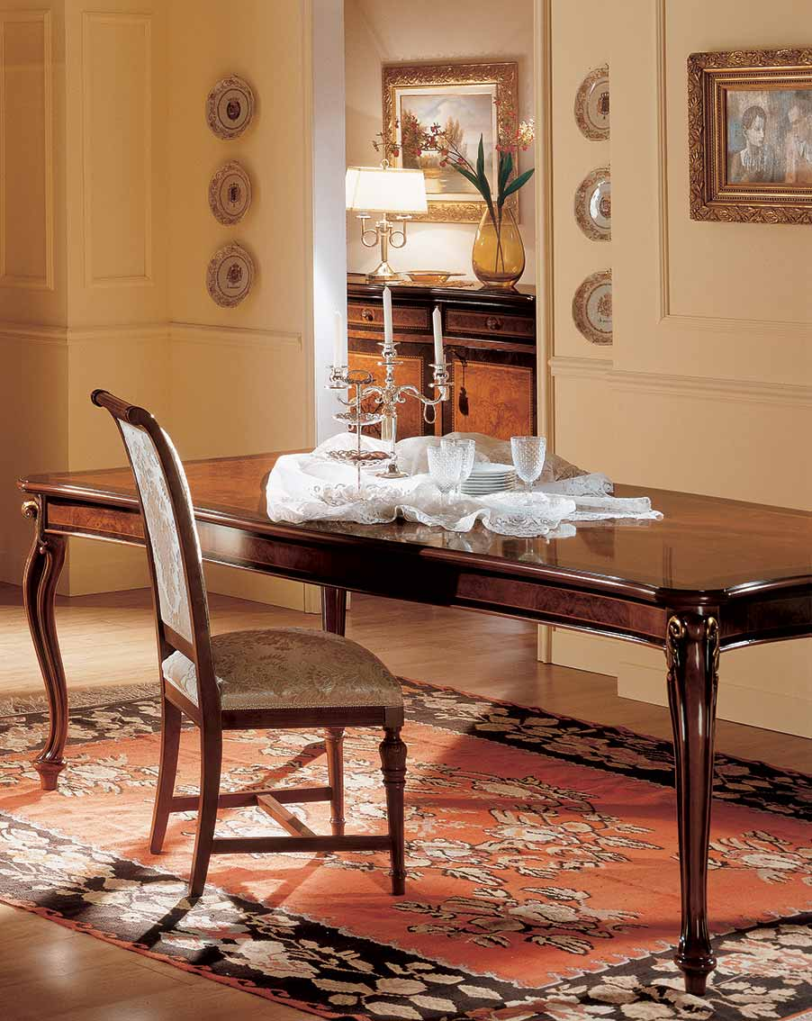 tavolo elegante di lusso in legno in stile classico
