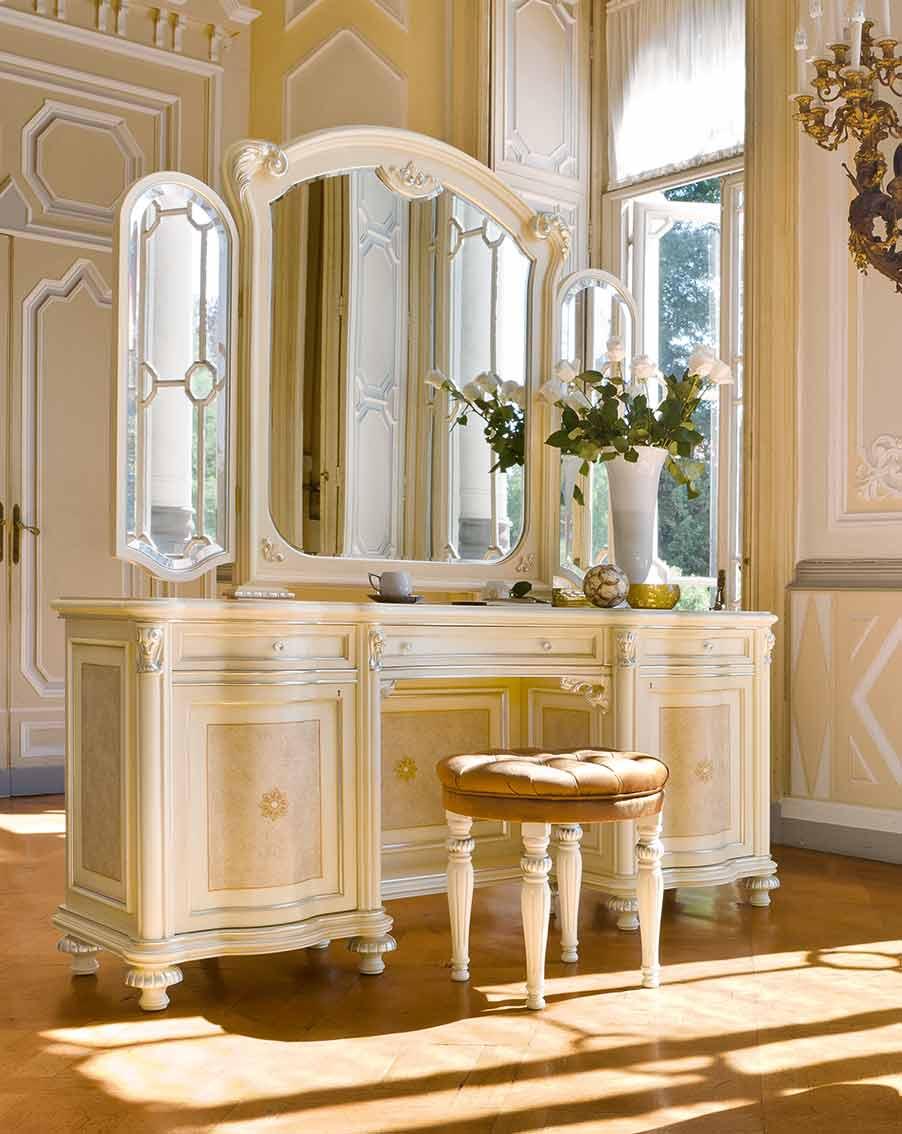 pouff elegante di lusso in legno in stile classico
