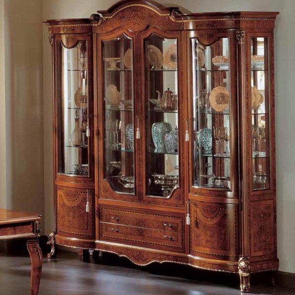 vetrina soggiorno elegante di lusso in legno in stile classico