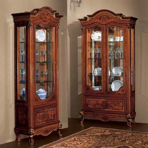 vetrina di lusso in legno in stile classico