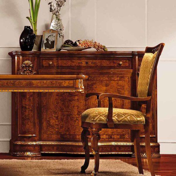 poltroncina elegante di lusso in legno in stile classico