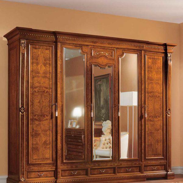 armadio elegante di lusso in legno in stile classico