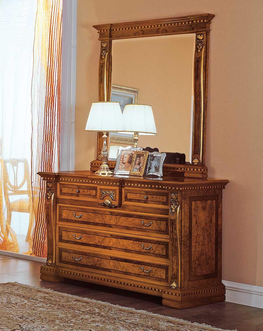 specchiera elegante di lusso in legno in stile classico