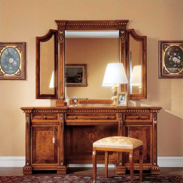 toeletta elegante di lusso in legno in stile classico