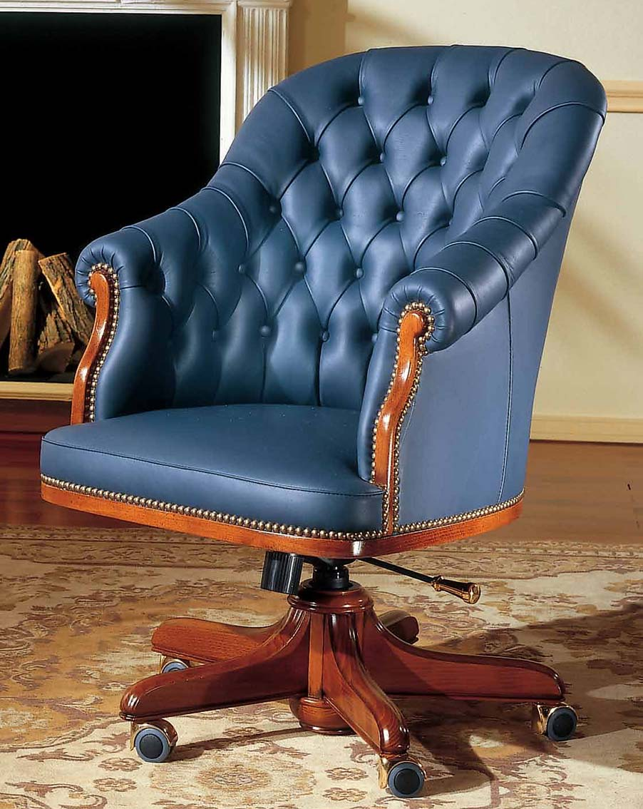 Bespoke classic armchair made in italy in real leather for luxury office